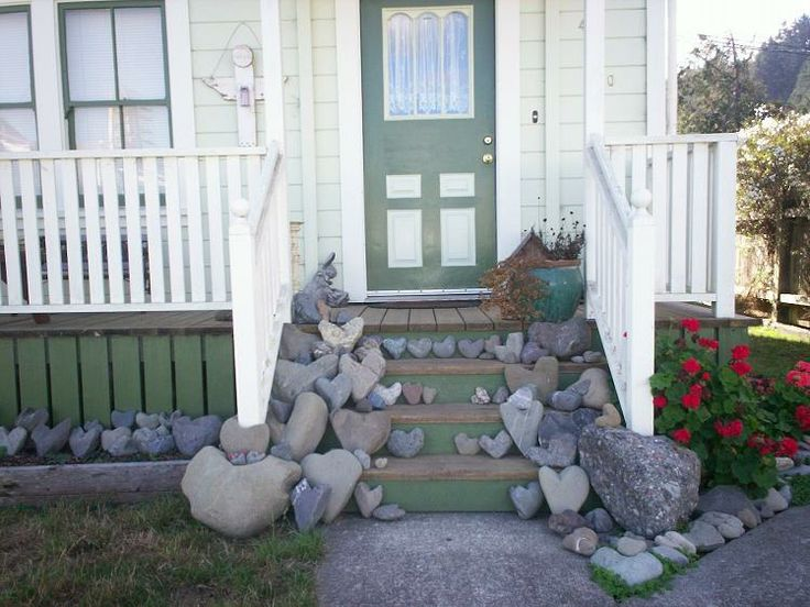 I loved all the heart shaped rocks on the porch. Ferndale