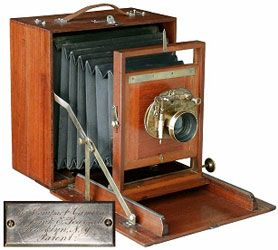 ANTIQUE WOODEN CAMERAS ARTICLE Pearsall Compact Camera c. 1883 by New York Photographer, Frank Pearsall