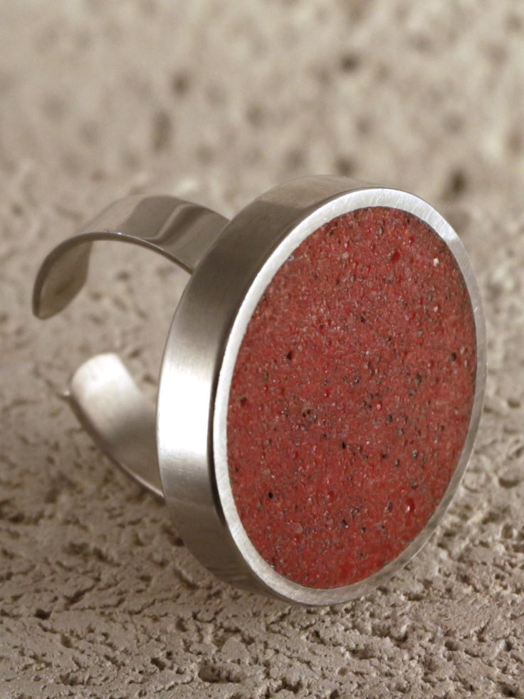 Piros beton gyűrű