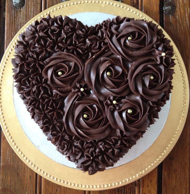 Original y fino pastel de Baileys relleno de Mousse de Baileys en forma de corazón para 12 personas 480 pesos