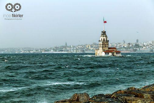 """""""Üsküdar, gözleri dolmuş, tepelerden bakarak, Görmüş İstanbul'a yüzbin meleğin uçtuğunu; Saklamış durmuş asırlarca hayâlinde bunu.  Yahya Kemal Beyatlı""""  Fotoğraf : Özer Özyön"""