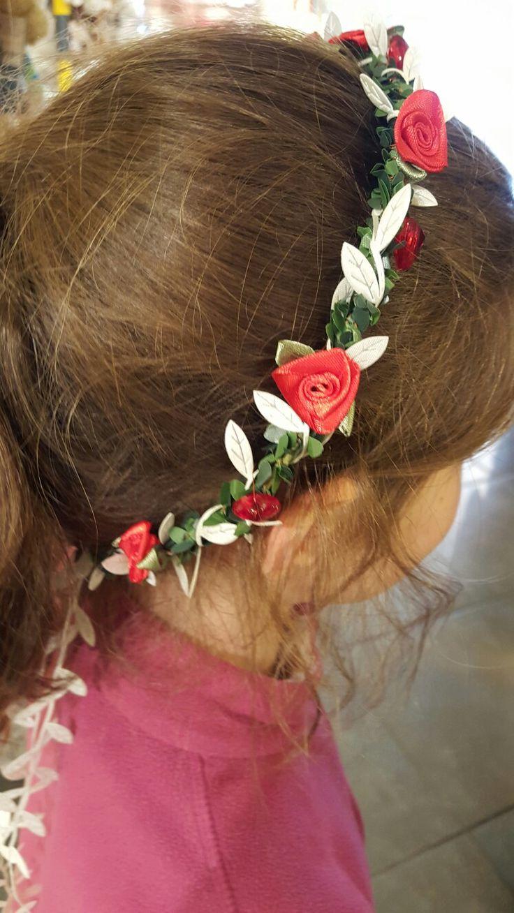 Couronne de fleurs réalisée pour une petite demoiselle.  Chez Brin d'ambiance Dinan