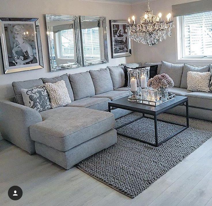 Ich mag die graue Couch mit den zwei Spiegeln für das Familienzimmer