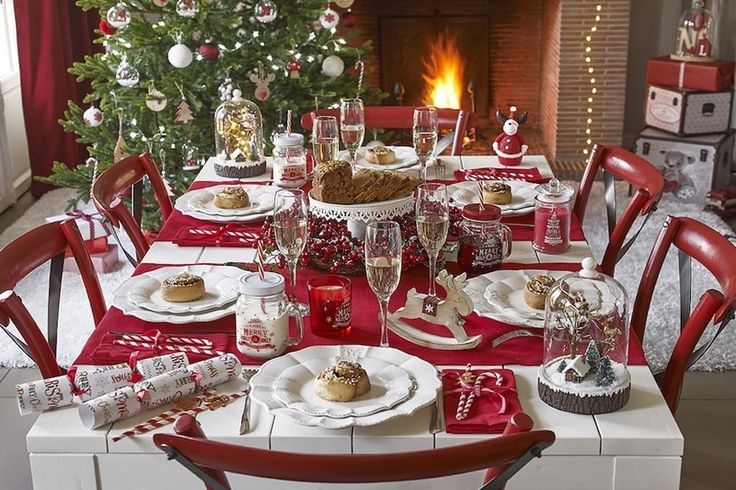 Tovaglie natalizie: decorare la tavola con la giusta biancheria