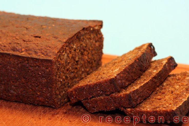 Mörkt bröd - Mycket enkelt recept på jättegoda mörka grova limpor med solrosfrön och annat gott som inte kräver jäsning. Blanda bara ingredienserna och grädda i ugnen!