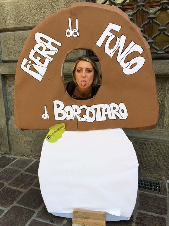 Immancabile il selfie col fungo  Mi trovate così fino a sera alla Fiera del Fungo di Borgotaro a 40 minuti da Parma  Vi aspetto?  #turismovaltaro #fierafungoborgotaro TurismovaltarorFiera del Fungo di Borgotaroro