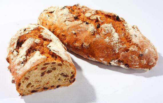 Chleb żydowski To wspaniały słodko-kwaśny chleb, który przed jedzeniem wystarczy posmarować masłem. Powstanie wówczas gdy do ciasta z chleba pszenno - żytniego na naturalnym zakwasie dodamy ciemne rodzynki i migdały, a do smaku doprawimy melasą z trzciny cukrowej.