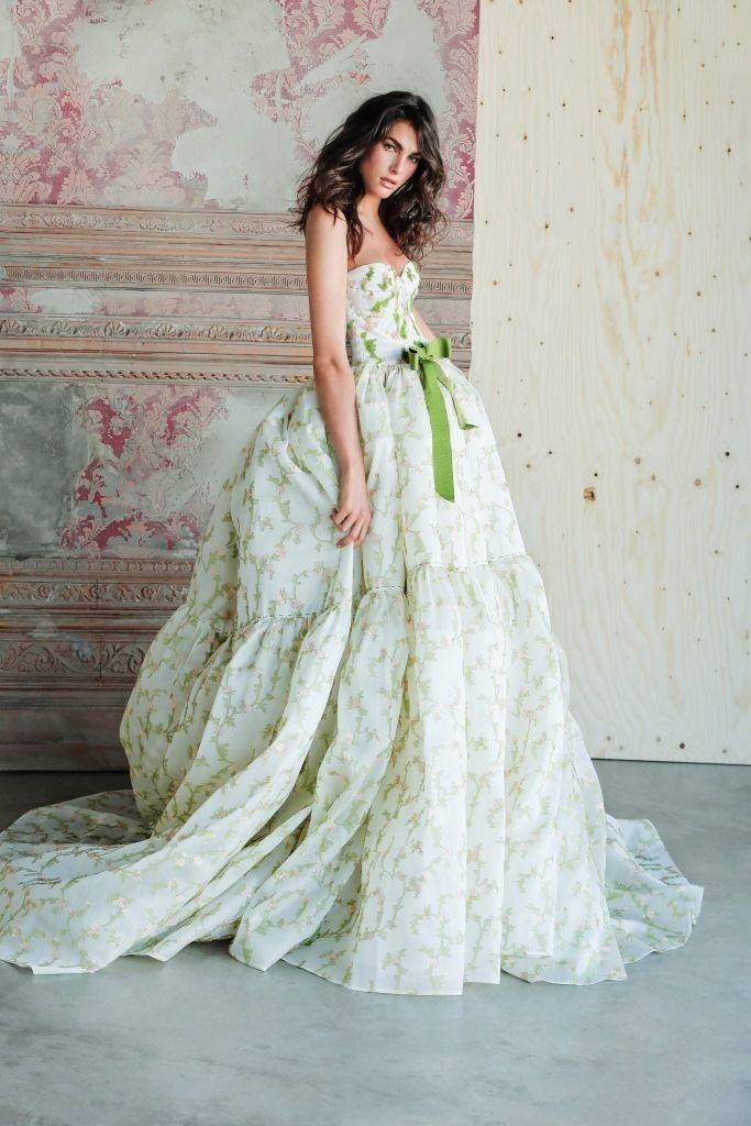 Abiti da sposa 2019  le tendenze moda dalle bridal week  d5730d58164