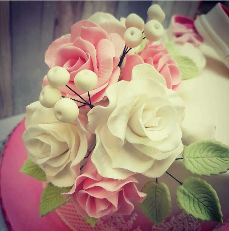Edible handmade Roses #florals #caketopper #marzipan #attentiontodetail #madetoorder #thesethingstaketime #special #weddings #christenings #birthdays #floralsforspring #madebyhand #bunchofflowers #bunchofroses