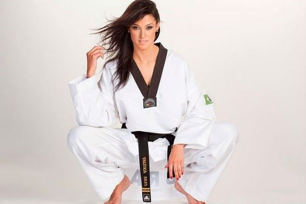 Musa do taekwondo, Talisca Reis faz ensaio sensual para arrecadar fundos e treinar - 1 (© Reprodução)
