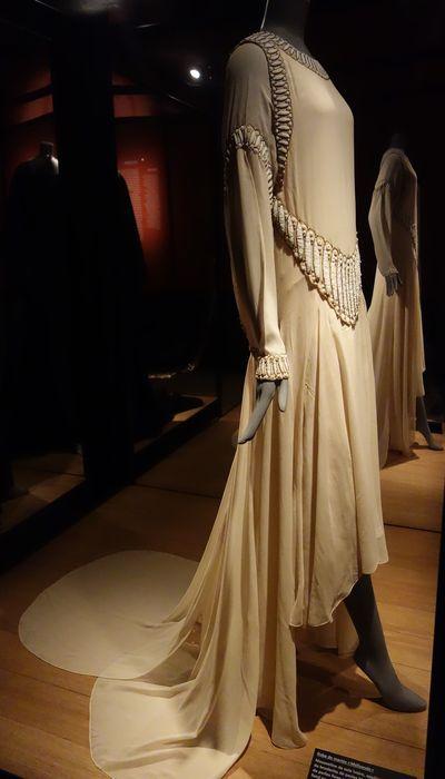 Jeanne Lanvin  Robe de mariée « Mélisande », été 1929. Mousseline de soie ivoire, broderies, perles fines, fils métalliques or.