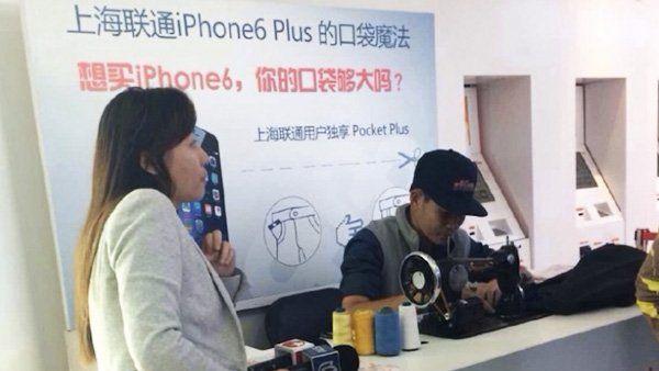 In China kann man jetzt auch das neue iPhone6Plus kaufen - und direkt im Laden seine Hosentasche für das riesige Smartphone größer nähen lassen!