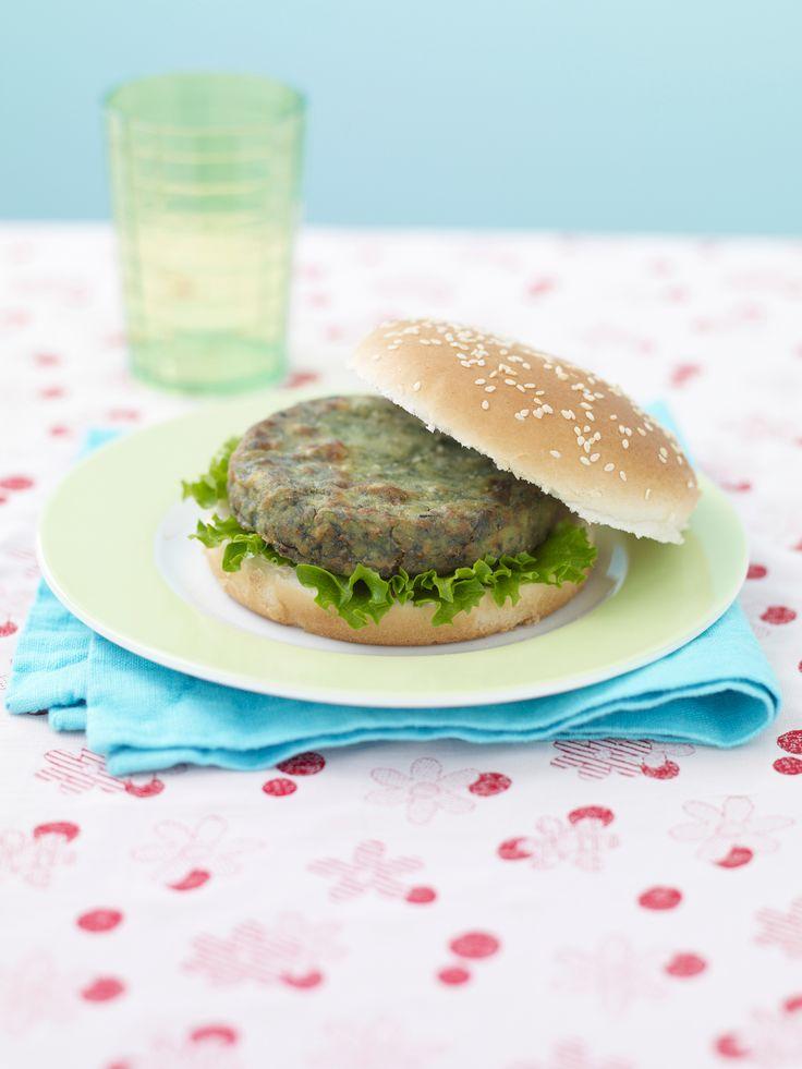 Cerchi nuove idee per cucinare degli hamburger vegetariani? Prova la ricetta degli hamburger di spinaci: un piatto facile e veloce, ideale per i bambini.