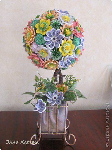 Поделка изделие Бумагопластика Квиллинг цветочное дерево Бумага Бумажные полосы Бусины Листья Ткань фото 1