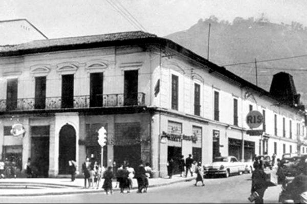 Casa antigua. Cra 7 con calle 22. Archivo Nacional