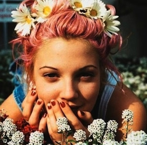 Drew Barrymore - doesn't even need to try to be cool <3