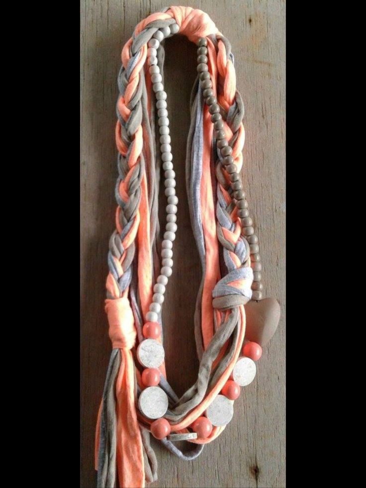 T-shirt yarn, wood beads necklace