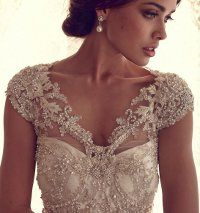 What jewelry can I wear with a beige wedding dress? % 4FashionAdvice