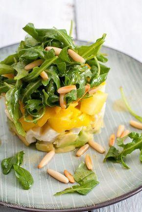Frischer Avocado-Mango-Mozzarella-Salat und eine Gewinnerin
