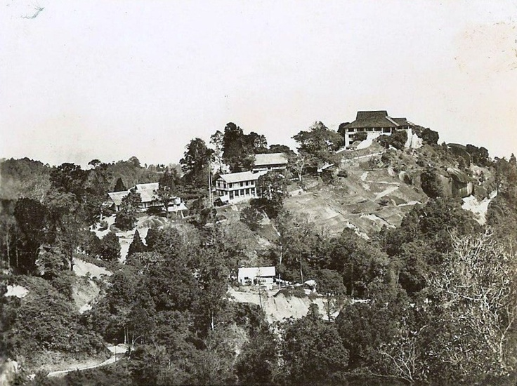 This shows the Crag Hotel. It later became an international school, Uplands, but is now derelict.
