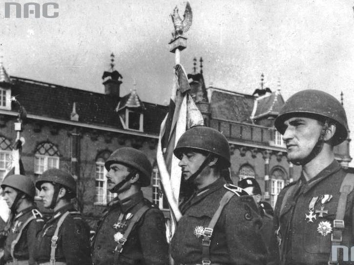 Standard-bearer of the 10th Regiment of Mounted Rifles (Breda, November 11, 1944).