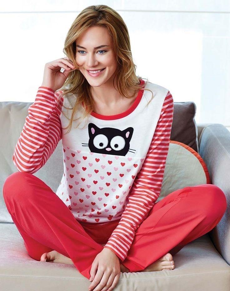 Eros ESK 9352 Bayan Pijama Takım #markhacom #KediliPijamaTakım #Kedi #YeniYılHediyesi #YeniYılPijamaTakım #YılBaşı #YılBaşıPijamaTakım #YeniYıl  #YeniYılHediyesi #NewYears #Yılbaşı #BayanPijama #BayanGiyim #YeniSezon #Moda #Fashion #Kırmızı #Beyaz #KışTemalı