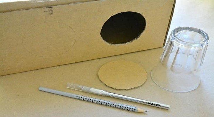 """Entre os muitos """"truques"""" do método Montessori, um dos mais interessantes e eficientes é sem duvidas o assim chamado caixa dos mistérios, também conhecido como caixa mágica ou saco dos mistérios"""
