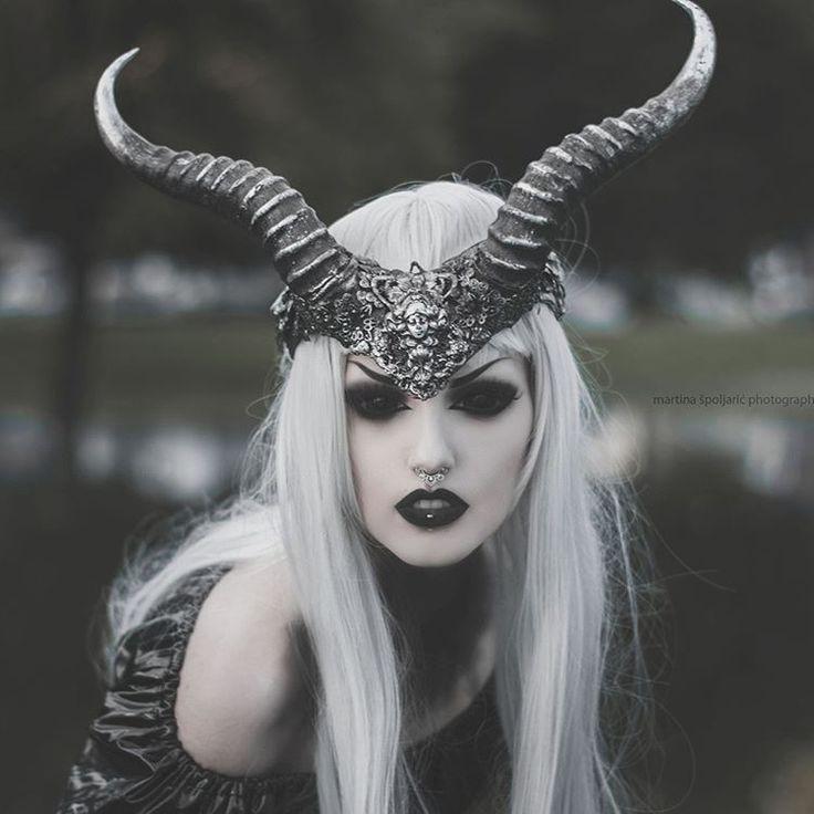 Best 25+ Dark halloween makeup ideas on Pinterest   Evil makeup ...