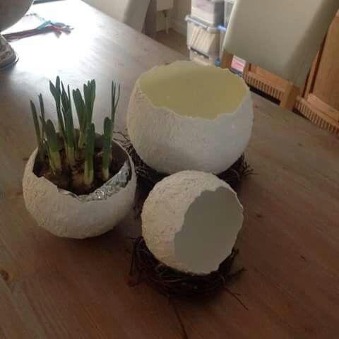 Eieren gemaakt met ballonnen en muurvuller