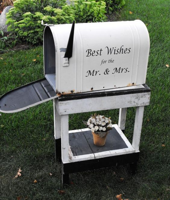 old mailbox for wedding cards / http://www.himisspuff.com/mailbox-wedding-decor-ideas/3/