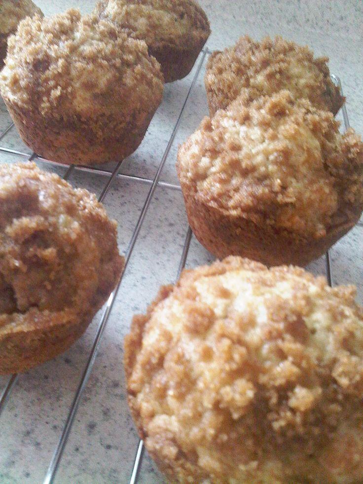 Aprende a preparar unos deliciosos muffins o quequis de plátano, perfectos para aprovechar los plátanos maduros que se están echando a perder.