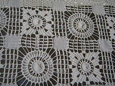Cilaos Embroidery Tutorial Part 1 on 'Lace and Embroidery' blog - in French - Cilaos is a small island near Madagascar and they are known for their very open drawn thread work