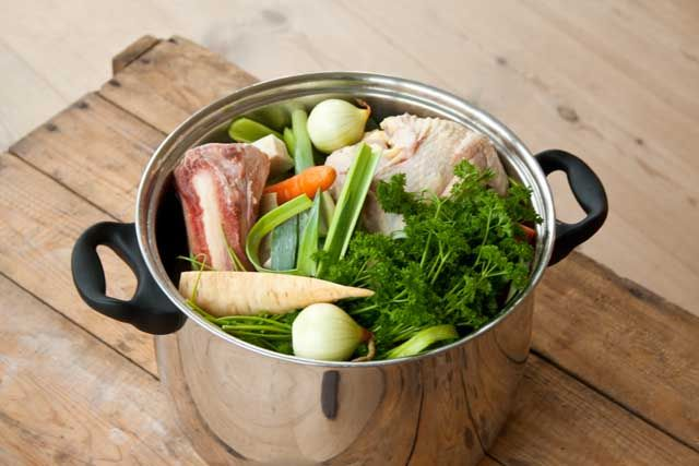 Opskrift på hjemmelavet hønsekødssuppe