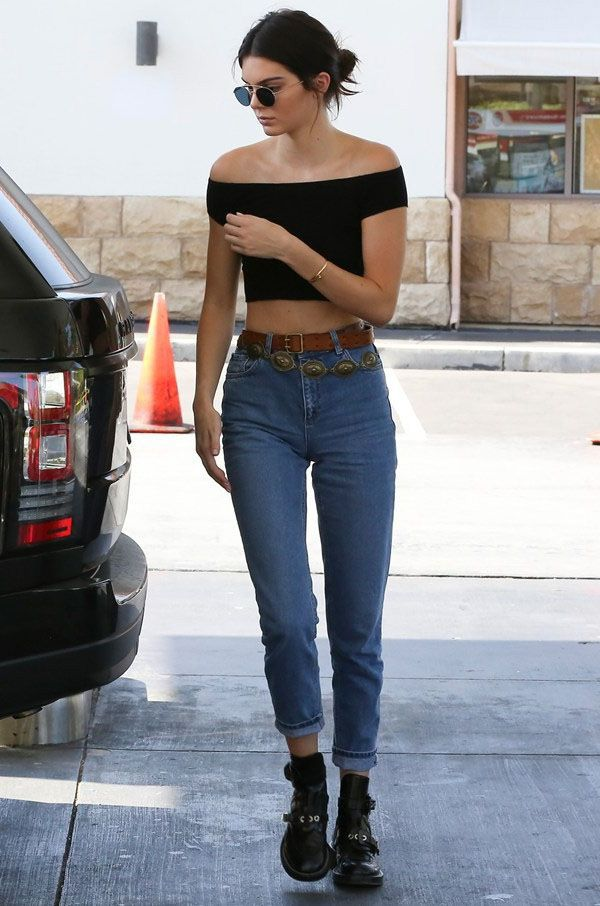 Kendall Jenner Ombro de Fora Look Casual