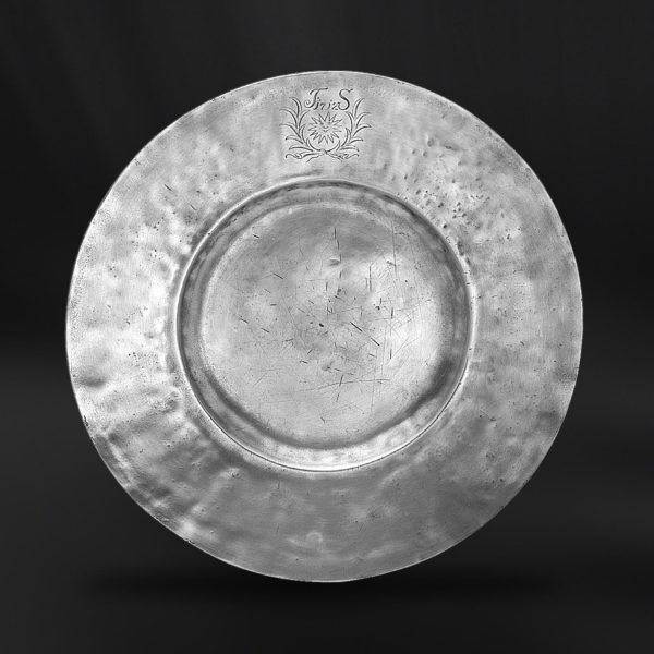 Pewter Plate - Diameter: 34 cm (13,4″) - Food Safe Product - #pewter #plate #dish #peltro #piatto #zinn #teller #zinnteller #étain #etain #assiette #plat #peltre #tinn #олово #оловянный #tableware #dinnerware #table #accessories #decor #design #bottega #peltro #GT #italian #handmade #made #italy #artisans #craftsmanship #craftsman #primitive