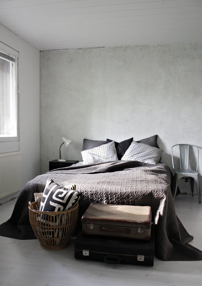 Minimalistic bedroom. #brown #black #white http://www.moviq.nl/nl/Interieur/Slaapkamer