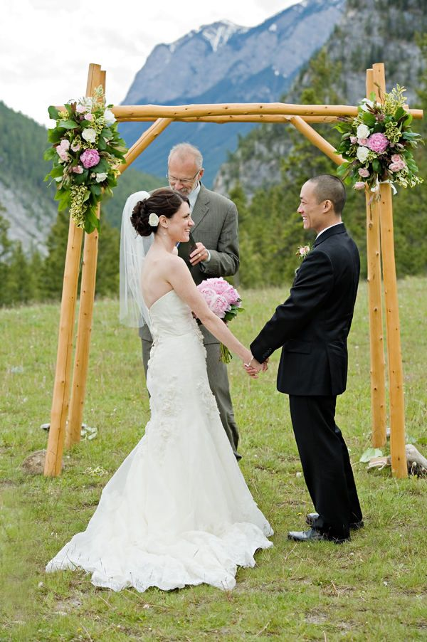 I like this ceremony decor. I bet it would be really easy with a few pieces of bamboo.
