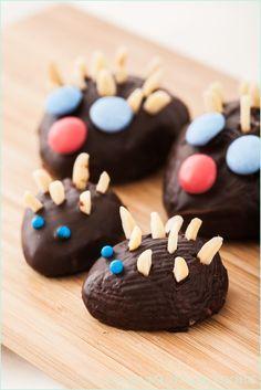 Rezept für kleine Schoko-Igel aus Schokoladen-Knetteig | http://www.backenmachtgluecklich.de