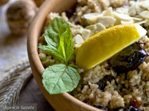 Sycące i aromatyczne potrawy jednogarnkowe to idealna propozycja na chłodniejsze dni. Choć zwykle trzeba trochę poczekać, aż będą gotowe, z pewnością kosztują o wiele mniej wysiłku niż przyrządzenie pełnego, dwudaniowego obiadu.