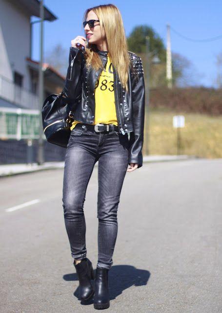 Hoy un look muy cañero formado por : biker negra con tachas, camiseta amarilla de Birdigan y complementos de Steve Madden