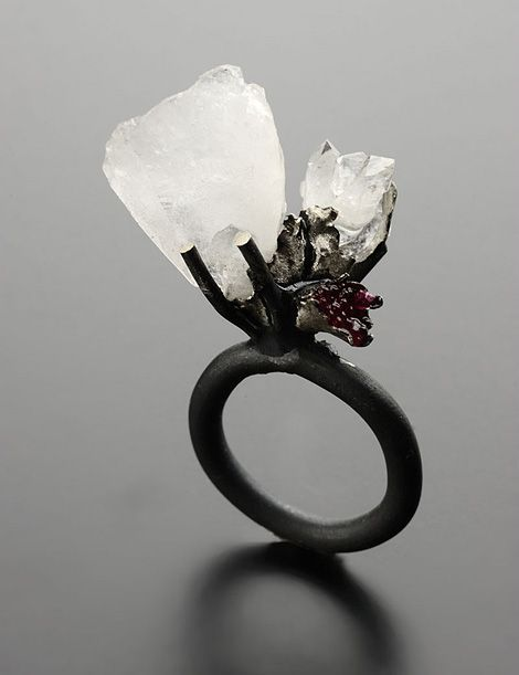 Catalina Brenes - silver ring with quartz and glass
