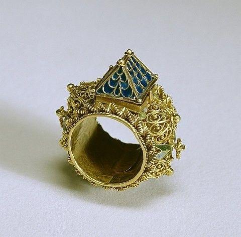 Прекрасная еврейская традиция: необычное кольцо для невесты — символ домашнего очага и верности