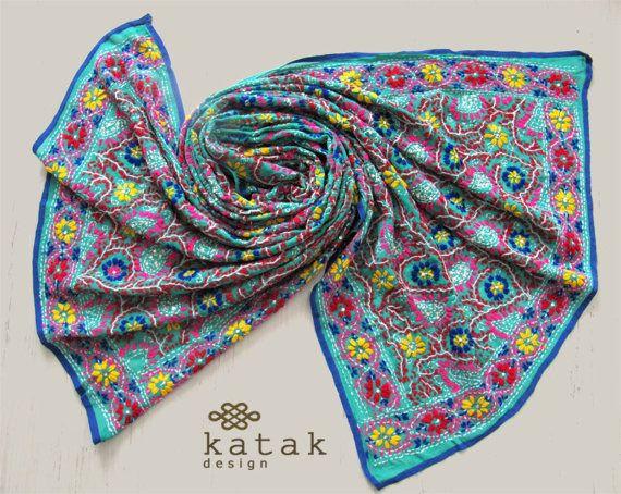 Chal bordado indio de color turquesa pañuelo étnico por katakdesign