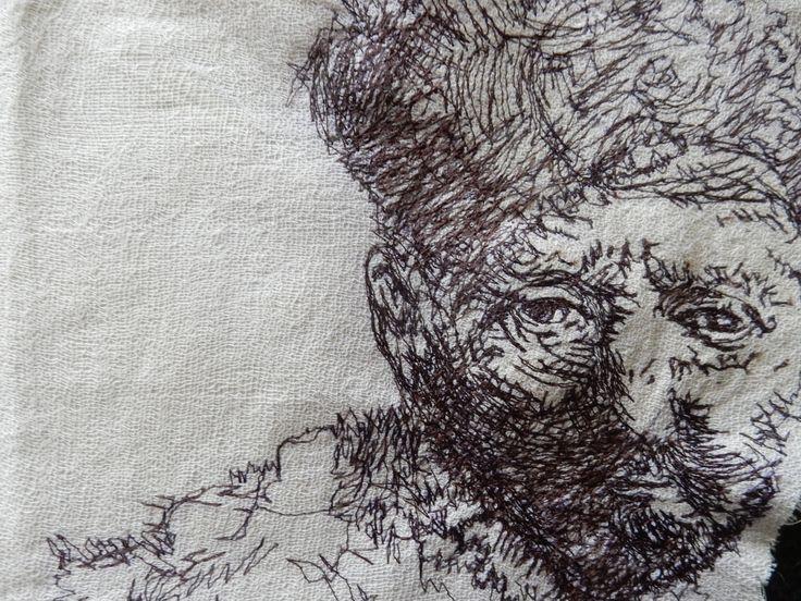 """Naaimachine tekening van Ren mbrand's """"Man met baard"""" gemaakt in dec 2015 . Genaaid op mul en katoen. door Geskea Andriessen  machine thread sketching of Rembrandt's """" Man with Beard """" 30x20 cm.  materials: cotton and scrim and yarn. december 2015"""