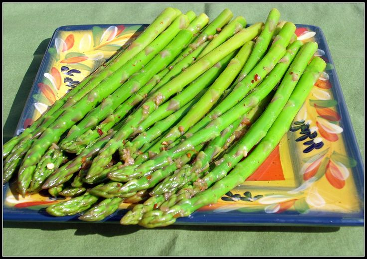 Marinated Asparagus. Perfect for that Easter buffet and so darn easy it's embarrassing!