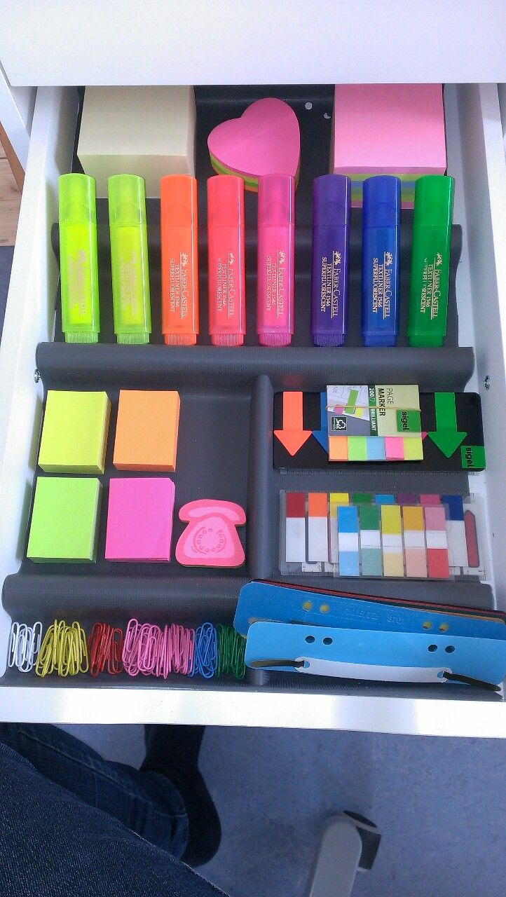 I adore how organized this is. Also my favorite brand of highlighters! *squee* <3 A