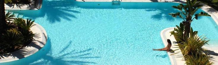 Chollo especial San Valentin en Islantilla (Huelva) http://www.chollovacaciones.com/CHOLLOCNT/ES/chollo-hotel-islantilla-golf-resort-oferta-huelva.html    Disfruta de este chollo en media pensión, con cava y bombones en la habitación, Late Check Out hasta las 14:00 horas y cena especial con música en vivo el 16 de Febrero.