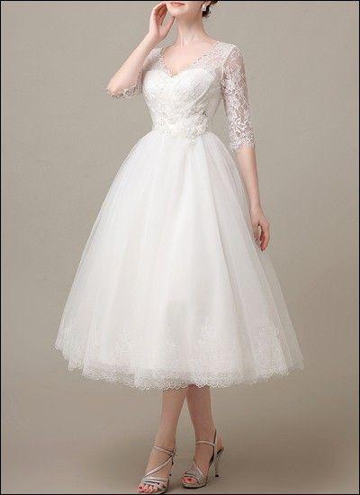 Sophisticated, 50s-inspired tea-length bridal dress.   Prinzessin ...