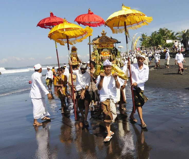Best 25 hindus ideas on pinterest hinduism shiva photos and balinese hindus carrying pratima the symbol of god walk on a beach during a fandeluxe Image collections