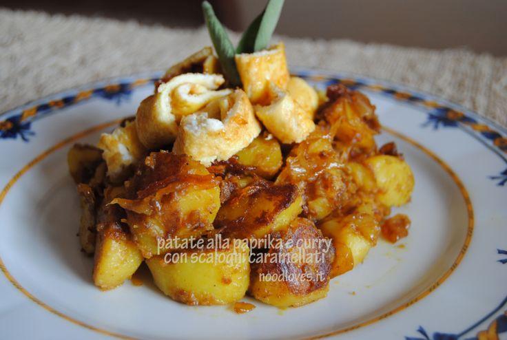 Patate alla paprika e curry con scalogni caramellati Puoi trovare la ricetta cliccando qui (http://noodloves.it/recipe/patate-alla-paprika-e-curry-con-scalogni-caramellati/)